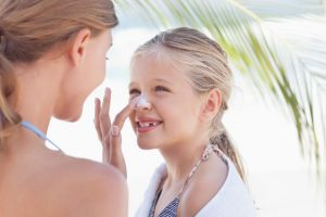 Tips on how to select and use sunscreen