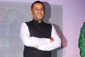 Chetan Bhagat urged the media to stop giving importance to Karni Sena at JLF