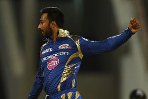 Krunal Pandya hurts himself after dismissing his bunny AB de Villiers