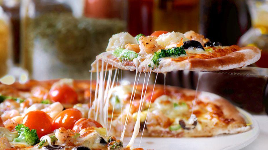 Weekend Delight: Crispy yummy farm fresh pizza