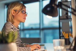 This desk light lets you work uninterruptedly