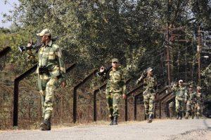 Indian, Pakistani troops trade gunfire on LoC