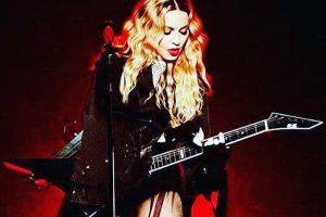 Madonna poses nude