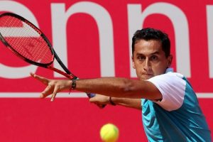 Nicolas Almagro beats Tommy Robredo to advance at Madrid Open