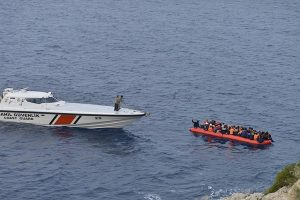 1,600 migrants, toddler's corpse reach Italy