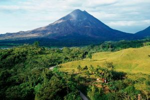 Costa Rica woos European tourists, French investment