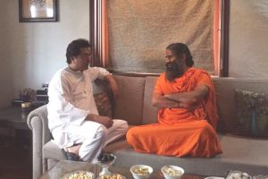 Ramdev meets Raj Thackeray, discusses politics, yoga
