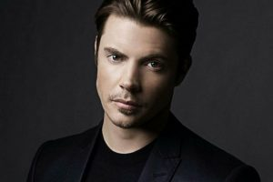 Acting career makes dating tough: Josh Henderson