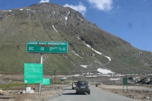 Rohtang Pass thrown open to tourists, vehicles