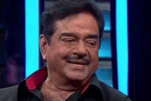 Shatrughan Sinha again bats for LK Advani as next President