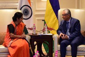 Sushma Swaraj discusses trade cooperation with Mauritius PM