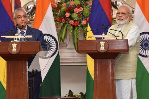 India extends $500 m credit line to Mauritius