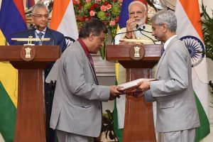 India extends $500 m LoC to Mauritius; maritime pact signed