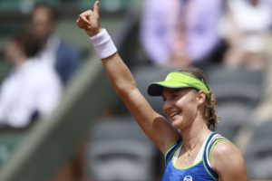 Ekaterina Makarova stuns top seed Angelique Kerber in French Open