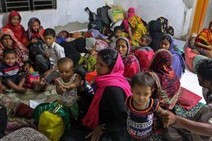 300,000 evacuated as cyclone Mora hits Bangladesh