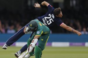 ICC Champions Trophy: Steven Finn replaces Chris Woakes in England squad