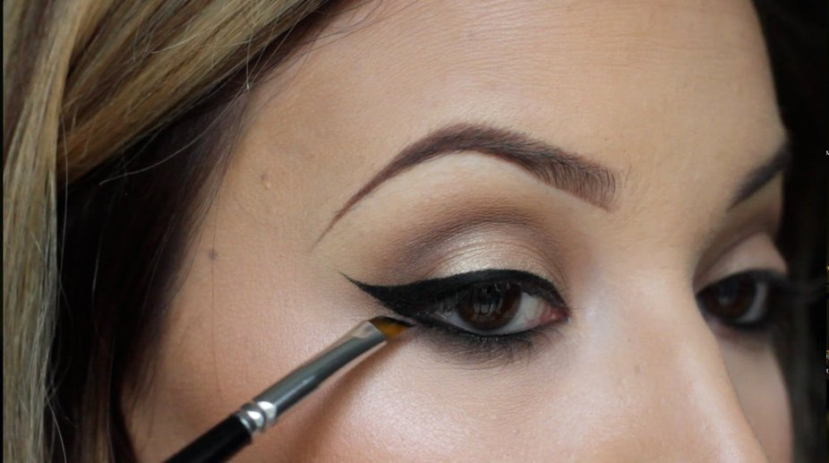Make your eyes look bigger with killer winged eyeliners