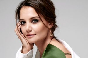 Katie Holmes enrols in Harvard University