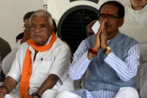 On fast, Shivraj Chouhan says he is ready to give his life for farmers