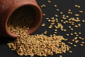 Get rid of dandruff with fenugreek seeds