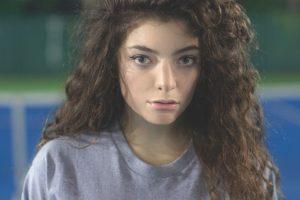 Lorde calls herself 'underdog' in music industry