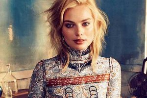 Margot Robbie uses toothbrush to blend foundation