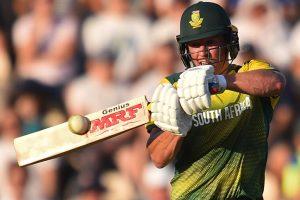 AB de Villiers should give up captaincy: Barry Richards