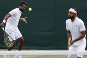 Wimbledon: Leander Paes-Adil Shamasdinlose marathon first round