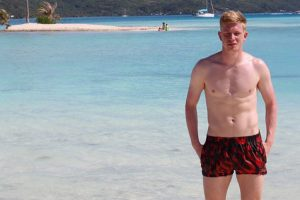 Manchester City star Kevin de Bruyne swims with sharks and stingrays