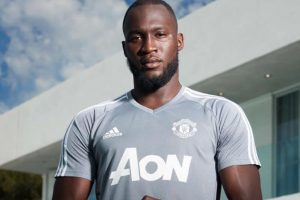 Manchester United sign Romelu Lukaku