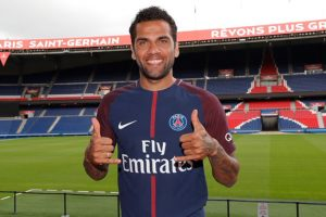 Dani Alves snubs Manchester City, signs for PSG