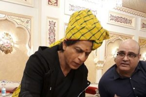 SRK delights himself to traditional thali in Jaipur