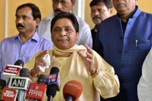 Mayawati asks cadres not to lose hope due to desertions