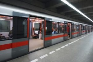 Kolkata Metro railway doors refuse to open, services hit