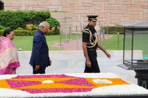 Ram Nath Kovind pays homage to Mahatma Gandhi