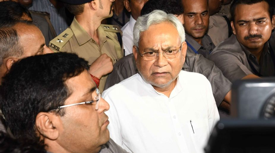 Enter title here Stones hurled at Nitish Kumar's cavalcade; CM safe