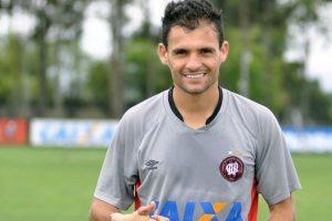 Delhi Dynamos sign Brazilian midfielder Paulinho Dias