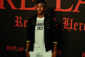 Neymar gets China red-carpet treatment as speculation grows