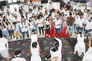 Fans celebrate Jab Harry Met Sejal, shower love for SRK