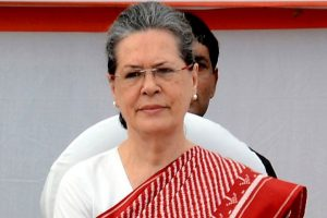 Sonia greets Naidu, reminds him of 'non-partisan' role