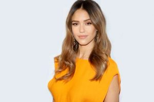 Jessica Alba chops off hair