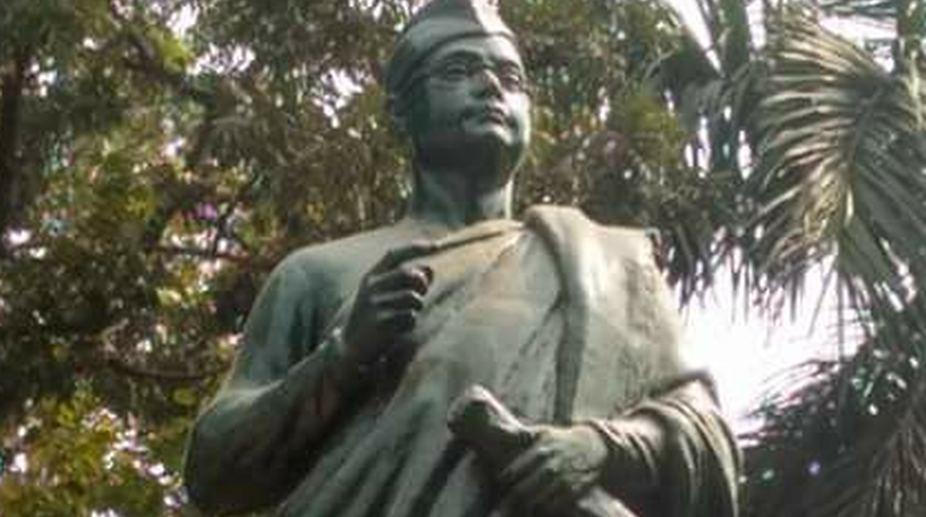Netaji's statue vandalised in Kolkata