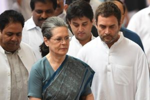 17 opposition parties to break bread with Sonia to forge anti-BJP front