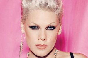P!nk bares abs while pumping breast milk