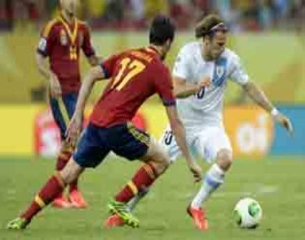 Spain beat Uruguay, Italy overcome Mexico