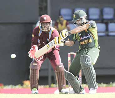 Perky Pakistan pull ahead