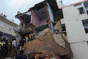 Building collapse injures three