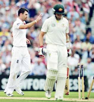 Smith's ton puts Australia on top