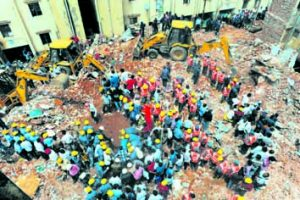 11 killed in Guj twin building collapse