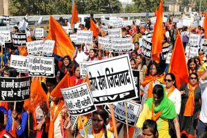 ABVP takes protest to Pune, clashes with Students Federation of India